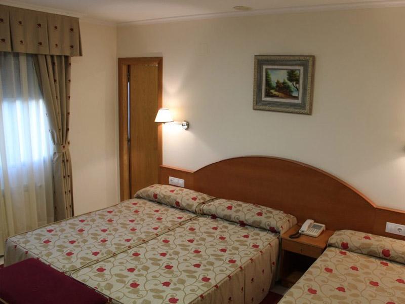 hotel en sanxenxo familias habitacion triple nino 1