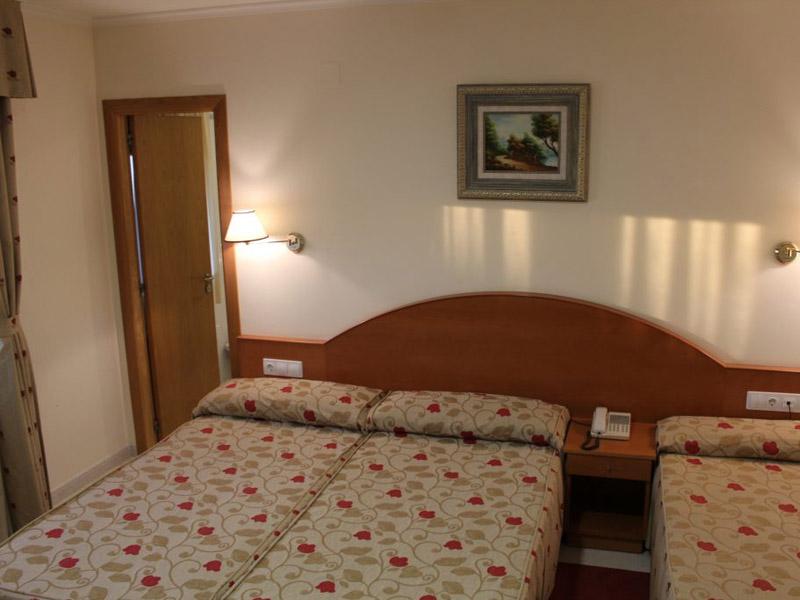 hotel en sanxenxo familias habitacion triple nino